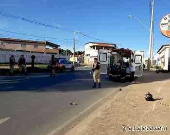 Motociclista morre após bater em poste de iluminação pública, em Montes Claros - G1