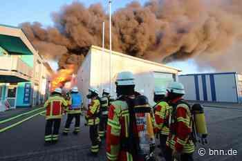 Feuerwehr löscht Großbrand in einer Werkstatt in Stutensee - BNN - Badische Neueste Nachrichten