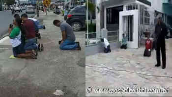 Contei | Fiéis da Assembleia de Abreu e Lima-PE quebram quarentena e oram de joelhos em uma da principais ruas da cidade - Contei
