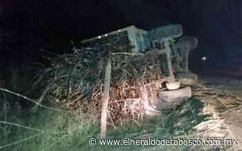 Vuelca camión cargado de caña en la vía Huimanguillo-La Venta - El Heraldo de Tabasco