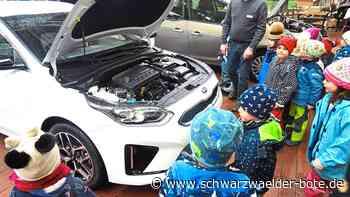 Hechingen: Kindergartenkinder sehen sich Motoren an - Hechingen - Schwarzwälder Bote