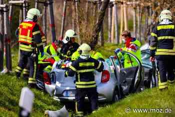 Schwerer Unfall: Autofahrer nach Frontalcrash auf der L 17 zwischen Marwitz und Eichstädt reanimiert - Märkische Onlinezeitung