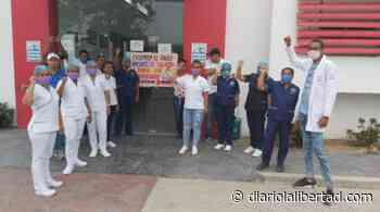 Trabajadores por OPS del Hospital de Luruaco denuncian retrasos en pagos atrasados - Diario La Libertad