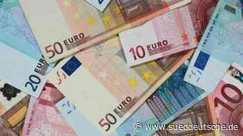Geldregen auf Feld am Niederrhein - Süddeutsche Zeitung