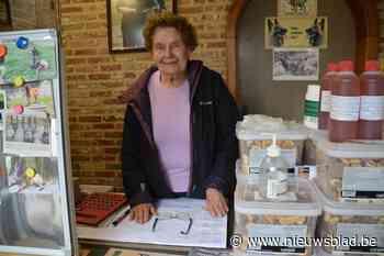 """Ze is 94, maar toch houdt Jeanne dierenwinkel nog open: """"Als ik tijdelijk sluit, ga ik zeker dood!"""""""