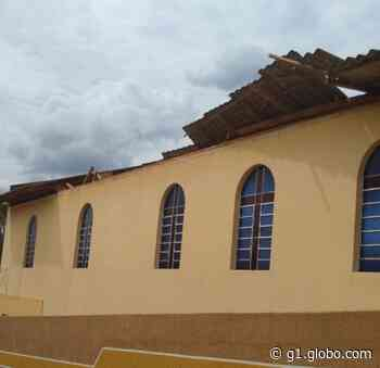 Telhado de igreja desaba no bairro Uvaranas, em Ponta Grossa - G1