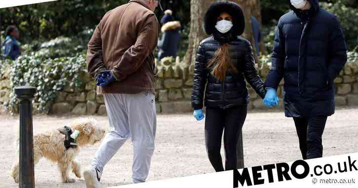 Government still won't recommend wearing face masks in public