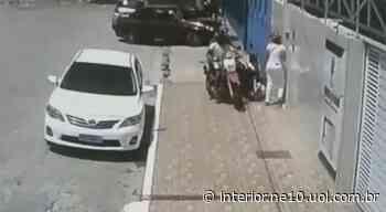 Vídeo mostra momento em que jovem é assaltada em Santa Cruz do Capibaribe - NE10