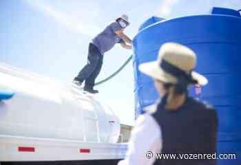 Entrega Presidenta Municipal tinaco de 10 mil litros en la colonia Jorge Barousse - voz en red