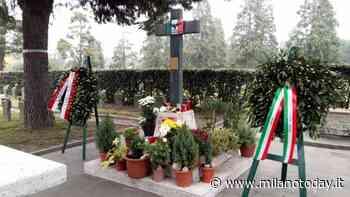 """Tribiano, dal balcone spunta la bandiera di Salò: """"Grave provocazione neofascista"""" - MilanoToday"""