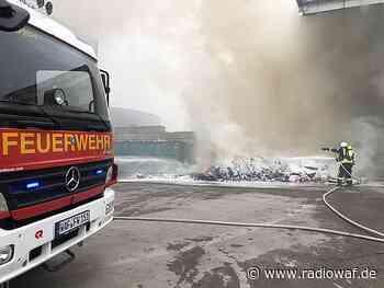 Feuerwehr Ennigerloh löscht Sperrmüllbrand im AWG-Entorgungszentrum - Radio WAF