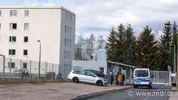 Übergangslösung: Flüchtlinge aus Suhl kommen in Erfurter Jugendherberge - MDR