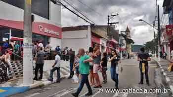 Agências Bancárias registram aglomerações nesta manhã em Cotia - Cotia e Cia