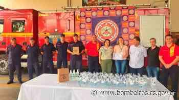 Bombeiros de Santa Cruz do Sul, Estrela e Rio Grande recebem doações de álcool gel e produtos de limpeza - bombeiros.rs.gov.br