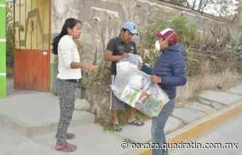 Entrega ayuntamiento de Oaxaca apoyos alimentarios en Guadalupe Victoria - Quadratín Oaxaca
