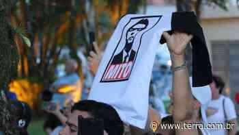 Picos de novos seguidores de Bolsonaro coincide com crises do governo, diz estudo da USP - Terra