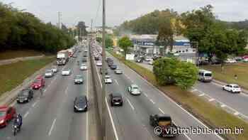 Rodovia Régis Bittencourt tem trânsito em Taboão da Serra após acidente neste sábado (4) - Via Trolebus