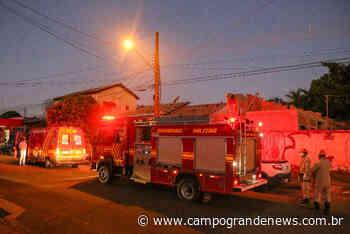 Homem sofre corte profundo ao executar serviço com serra elétrica em telhado - Campo Grande News