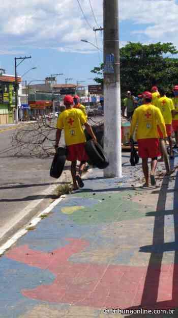 Guarda-vidas da Serra fazem protesto após fim de contrato temporário - Tribuna Online
