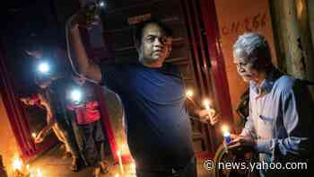 Coronavirus: India holds lights-off vigil as Modi calls for unity