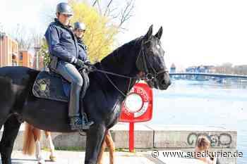 Villingen-Schwenningen: Polizei-Reiter gehen in Villingen-Schwenningen auf Corona-Patrouille - SÜDKURIER Online