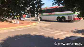 Detienen a colectivo con 28 pasajeros en Itacurubí de la Cordillera - Nacionales - ABC Color