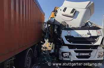 Baden-Württemberg - Schwerer Lastwagen-Unfall bei Neckarsulm - Stuttgarter Zeitung
