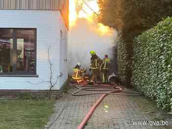 Veel schade aan vrijstaande garage door brand in Schilde - Gazet van Antwerpen