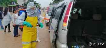 En Pailón desinfectan a los trufis y mototaxis para prevenir el coronavirus - eju.tv