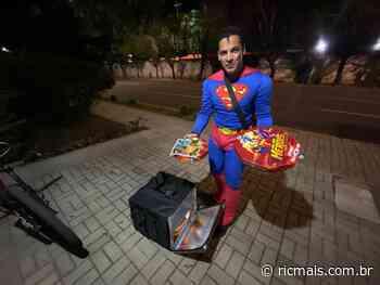Fechada pelo coronavírus, pizzaria temática cria delivery com super-heróis em Curitiba - RIC Mais