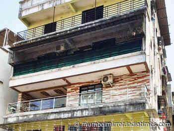 Koparkhairane resident turns terrace into bar - Mumbai Mirror