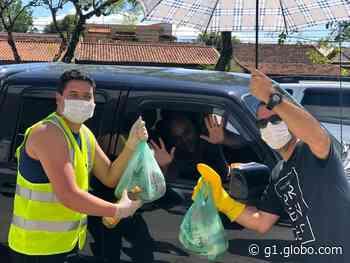 Igreja adota 'drive-thru' para receber doações durante isolamento social em Resende - G1