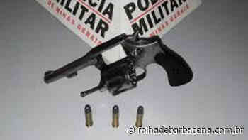 PM apreende arma no bairro Santa Maria, em Barbacena - Folha de Barbacena