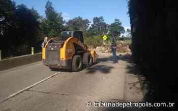 Deslizamento de pedras na serra de Petrópolis: não há previsão para liberação da estrada - Tribuna de Petrópolis