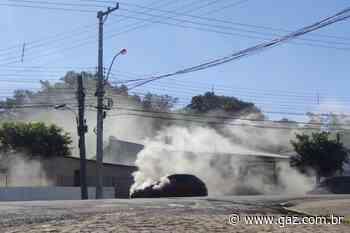 Carro pega fogo no Faxinal Menino Deus em Santa Cruz - GAZ
