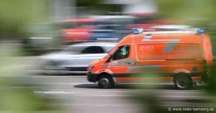 Arbeiter verletzt sich bei Sturz von Förderband schwer
