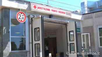 Vado Ligure, cade dalla scala mentre dà la vernice: è grave al Santa Corona - La Stampa