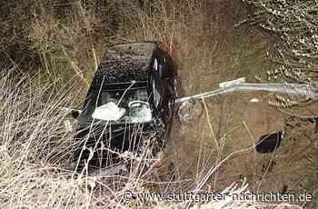 Unfall bei Leingarten - Auf Flucht vor Polizei Böschung hinunter geschanzt - Stuttgarter Nachrichten