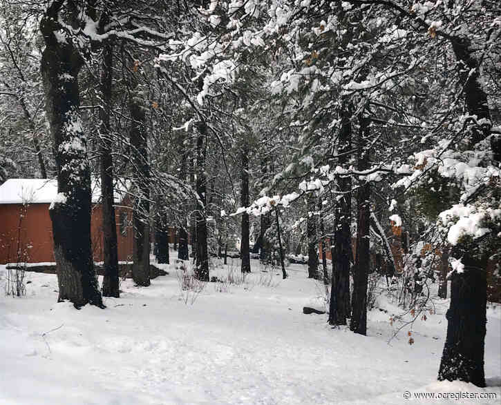 Coronavirus: Storm whitens the San Bernardino Mountains, but officials bar playing in the snow
