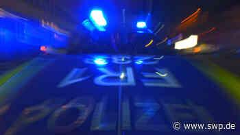 Spektakulärer Unfall am Obertorplatz in Hechingen: Mazda prallt gegen Ladebordwand eines Bäcker-Lastwagens - SWP