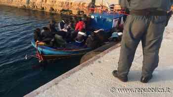 """Coronavirus, Lampedusa: allarme quarantena per i migranti. """"Resteranno al porto"""" - la Repubblica"""