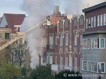 Rolstoelbewoner verschanst zich op binnenkoer bij zware brand