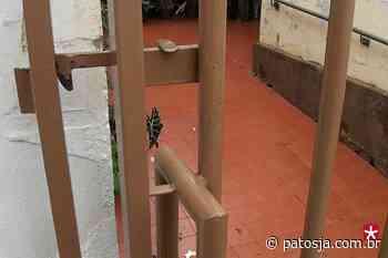 Bandido invade residência no Centro de Patos de Minas e furta celular de idosa - Patos Já