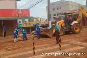 Veículos ficam atolados na Major Gote em Patos de Minas e moradores ficam indignados - Patos Hoje - Notícias de Patos de Minas