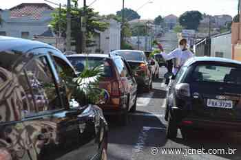 Agudos começa as celebrações da Semana Santa com 'drive thru' de bênção de ramos - JCNET - Jornal da Cidade de Bauru
