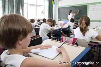 Após diversas dúvidas no primeiro dia de aulas a distância em Blumenau, prefeitura amplia o Alô Educ - NSC Total