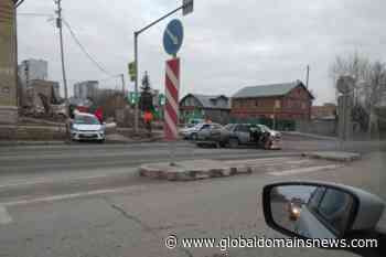 "Two cars collided in the Kirov region — ""Nissan"" completely crushed the right side - The Global Domains News"