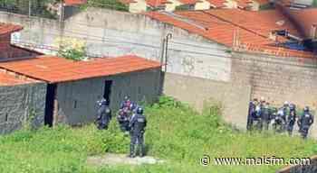 Corpo de adolescente é encontrado em terreno baldio - MaisFM