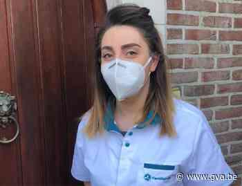 """Aline verleent thuis quarantainezorg: """"Het is belangrijk dat ook de was wordt gescheiden"""" - Gazet van Antwerpen"""
