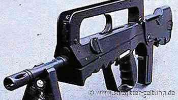 Junger Gifhorner richtet scheinbares Sturmgewehr auf Erixx-Bahn